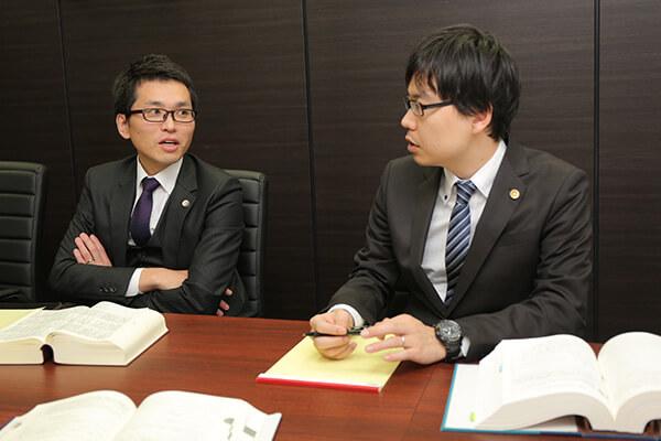名古屋支部 所属弁護士の打ち合わせ風景