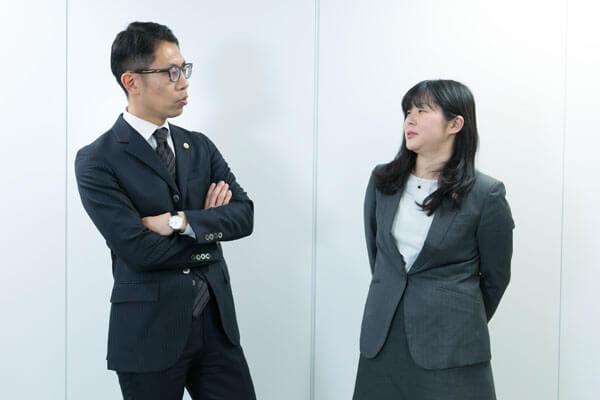 大阪支部 所属弁護士の打ち合わせ風景