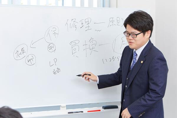 埼玉法律事務所 所属弁護士の打ち合わせ風景